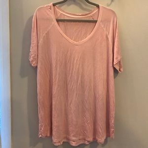 AE Soft & Sexy light pink v-neck tee